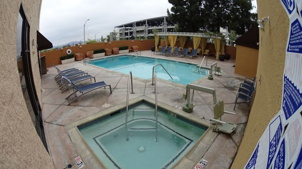 Marriott Burbank Pool
